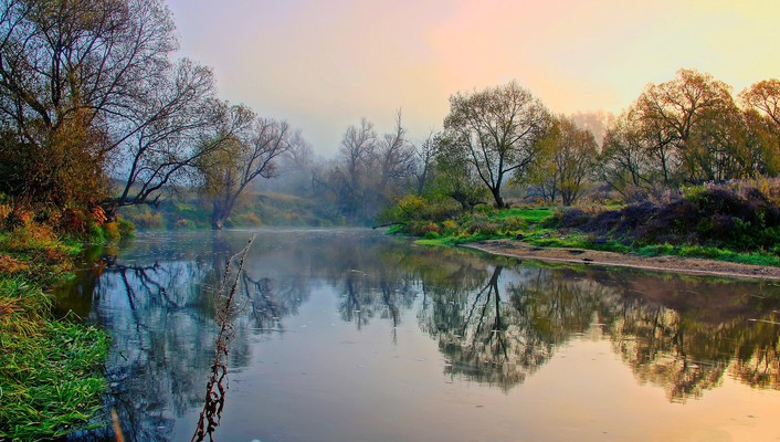 Autumn morning in the river wallpaper