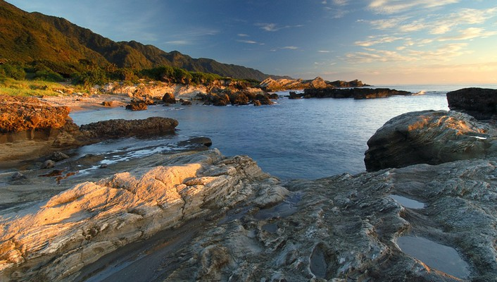 Eroded rocky shore wallpaper