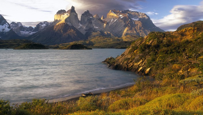 Chile paine mountains shore sunset wallpaper