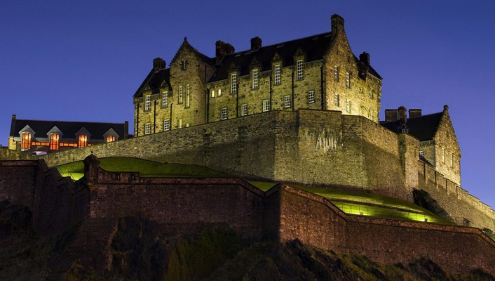 Edinburgh castle scotland at night wallpaper