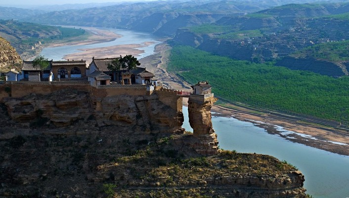 Awesome temple at the yellow river china wallpaper