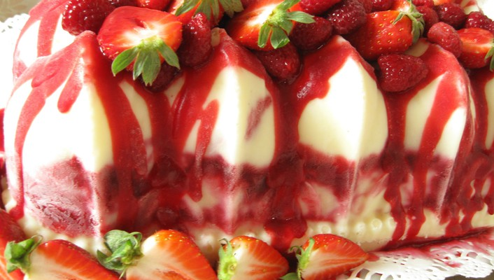 Strawberry cheese dessert wallpaper