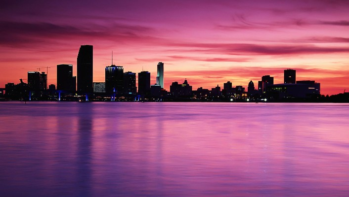 Cityscape between colorful sea and sky wallpaper
