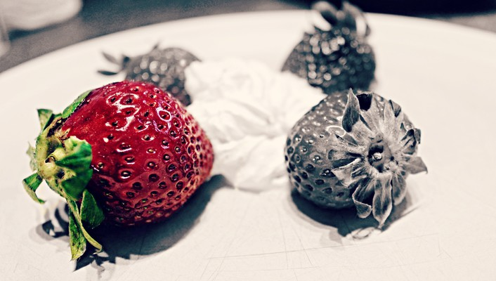 Fruits nature selective coloring strawberries wallpaper