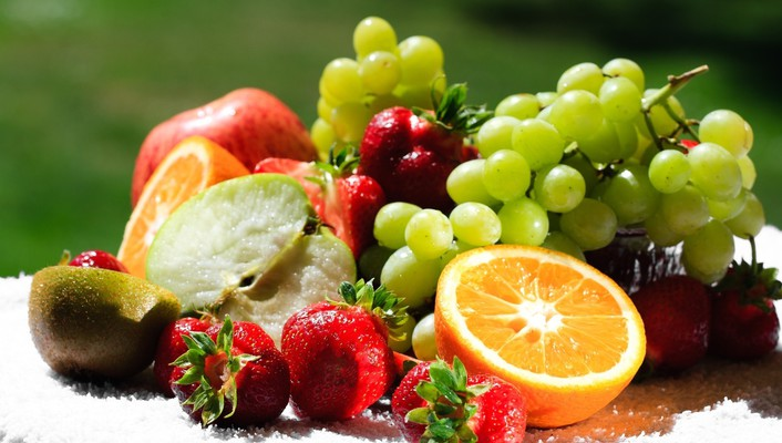 Assortment of fresh fruit wallpaper