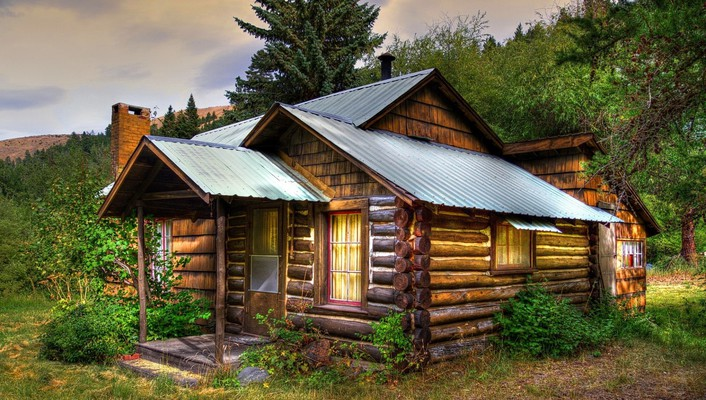 Old wooden cabin wallpaper