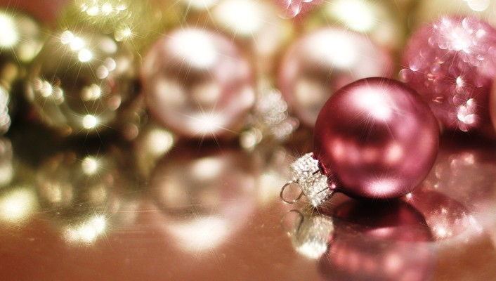Christmas baubles wallpaper