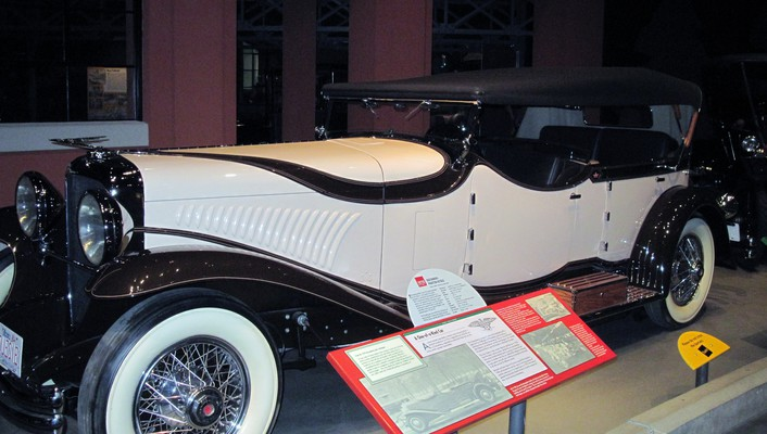 1929 duesenberg in the car museum wallpaper