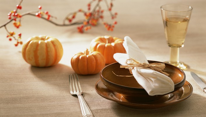 Autumn table decoration wallpaper