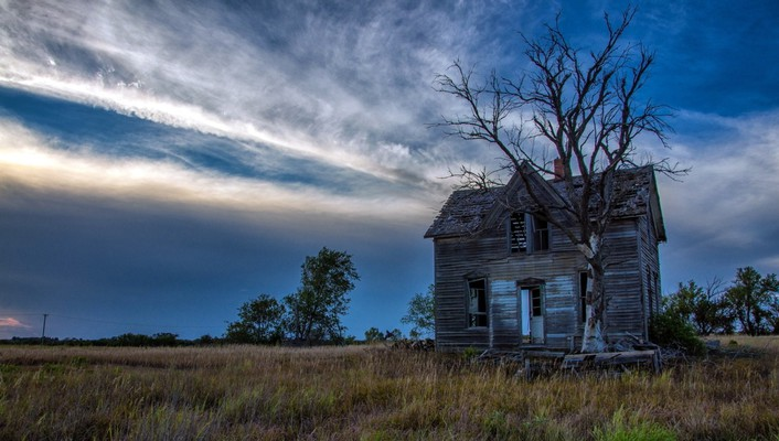 Old abandoned house wallpaper