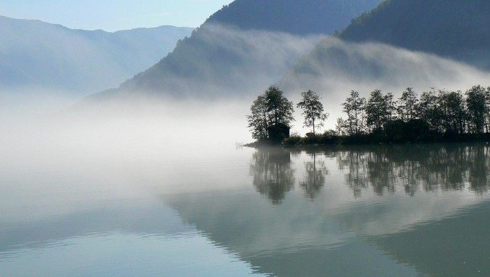 Fog on a reflective lake wallpaper