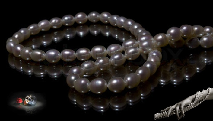 Necklace from pearls wallpaper