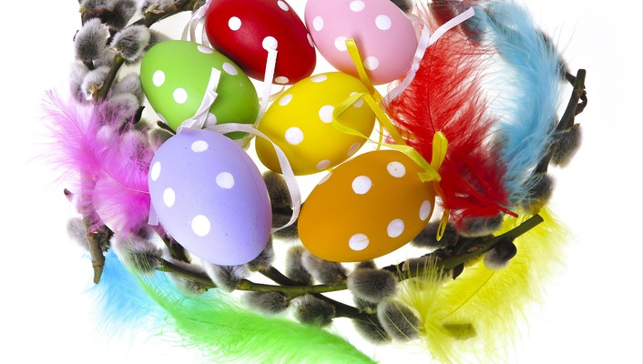 Wreath easter eggs wallpaper