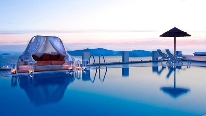 Canopy pool bed santorini wallpaper