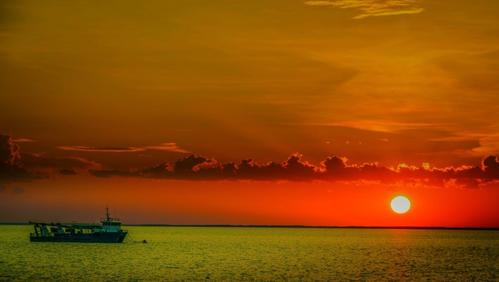Amazing red sunset on a green sea wallpaper