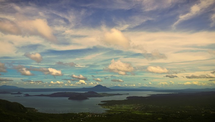Long view of taal volcano wallpaper