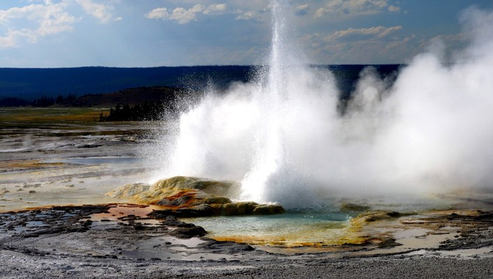 Yellowstone geyser wallpaper