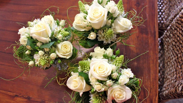 White bouquets wallpaper