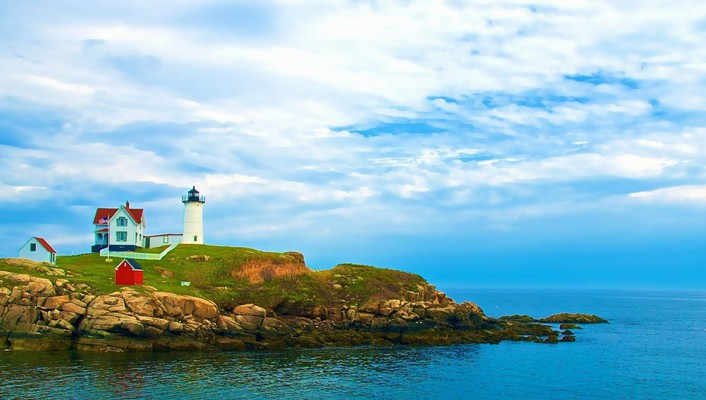 Lighthouse on york beach in maine wallpaper