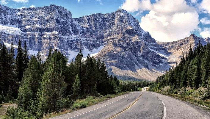 Highway along a beautiful mountain range wallpaper