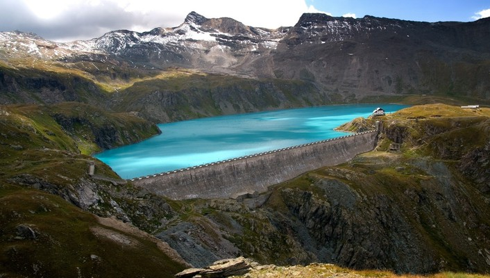 Beautiful dam in the mountains wallpaper