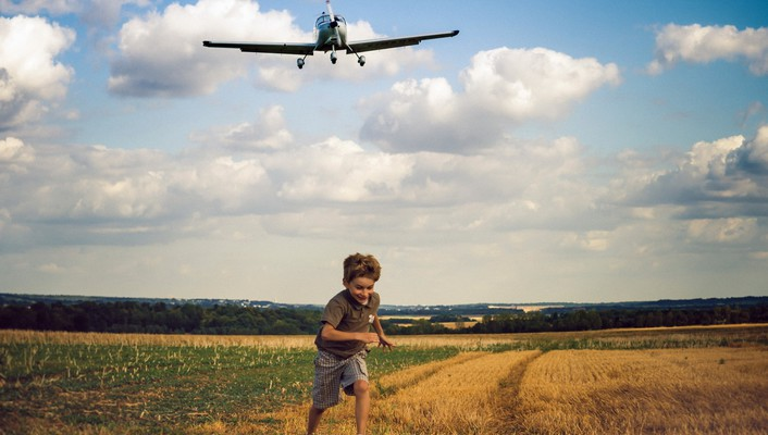 Aircraft running children wallpaper