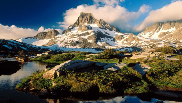 Lake ansel adams in california wilderness wallpaper
