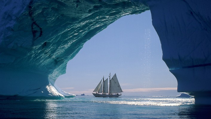 Artic sailing wallpaper