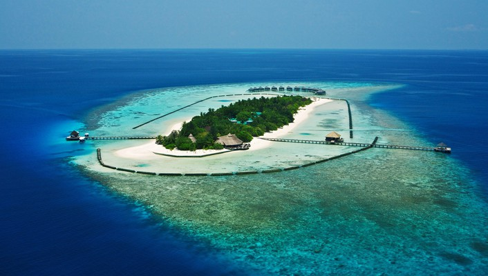 Magnificent resort on a tropical atoll wallpaper